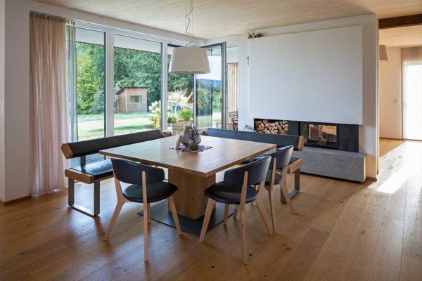 Buchner Holzhaus Esszimmer offen Kamin