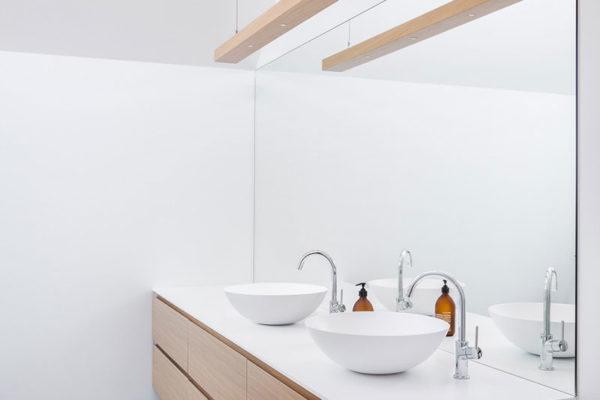 Buchner Holzhaus Badezimmer modern Waschbecken