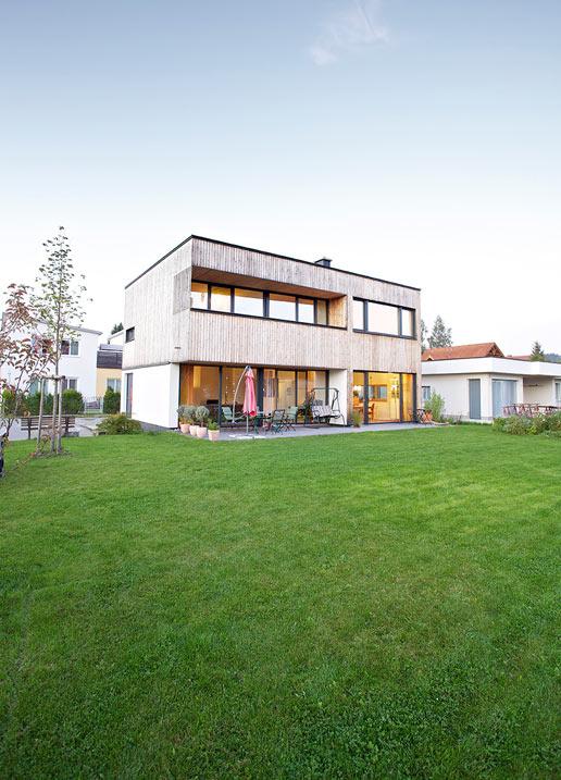 Buchner Haus Wiese Garten